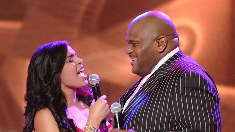 "Jordin Sparks and Season 2 winner Ruben Studdard performing ""You're All I Need To Get By"" on the 6th season of American Idol."