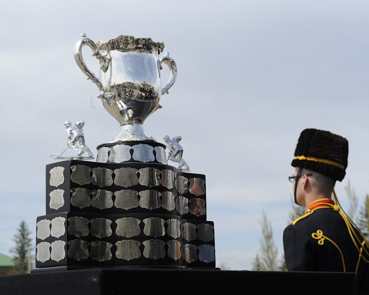 The Memorial Cup is given to the champion of the Canadian Hockey League. Photo by Aaron Bell/CHL Images