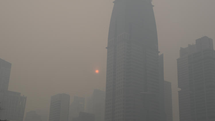 Singapore's central business district is obscured by haze Friday, June 21, 2013. Air pollution in Singapore has soared to record heights for a third consecutive day, as Indonesia prepared planes and helicopters to battle raging fires blamed for hazardous levels of smoky haze in three countries. (AP Photo/Joseph Nair)