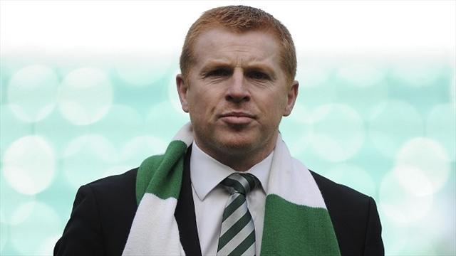 Football - Auld urges Lennon to stay at Celtic