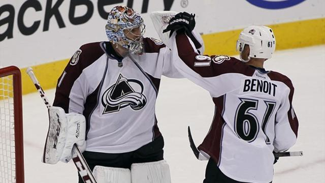 Ice Hockey - Avalanche extend streak with win over Leafs