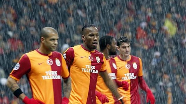 Didier Drogba and other Galatasaray players after play is suspended (Reuters)