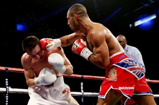 Kell Brook (R) finishes Vyacheslav Senchenko with a right hook on Oct. 26, 2013 in Sheffield, England. (Getty)