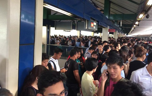 The scene at Khatib MRT station during a train disruption on the North-South Line earlier in 2014. (Yahoo file photo)