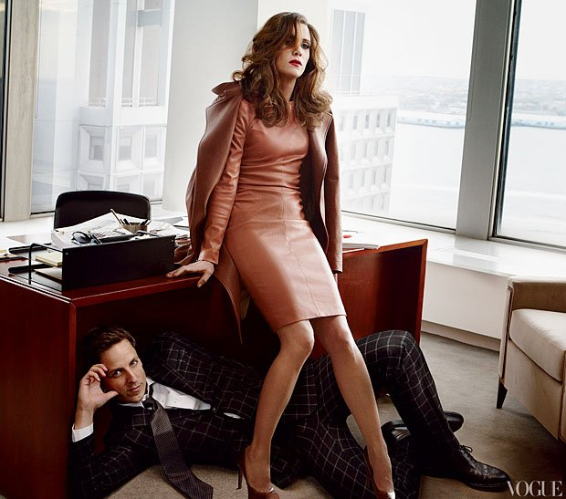 Kristen Wiig poses with fellow SNL castmember Seth Meyers.