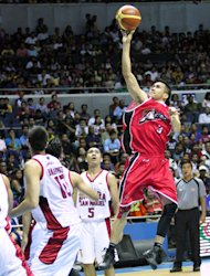 Cyrus baguio soars towards the hoop. (PBA Images)