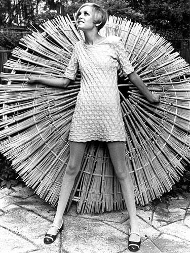 Twiggy posing for a photo shoot, 1966