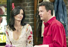 Courtney Cox and Matthew Perry   Photo Credits: NBCU Photo Bank