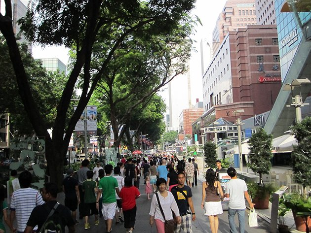 People walking on Orchard Road in Singapore. (Yahoo file photo)