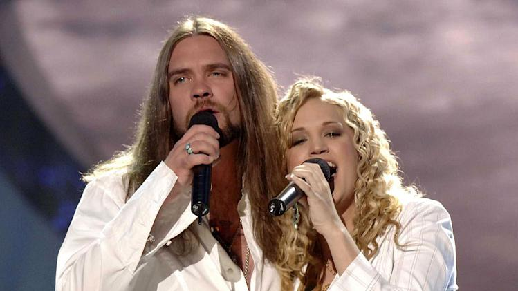 "Finalists Bo Bice and Carrie Underwood perform ""Up Where We Belong"" on the season 4 ""American Idol"" finale."