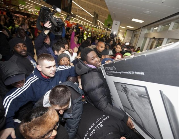 Shoppers jostle for electrical goods at a store in London, Friday Nov. 28, 2014. (AP Photo/PA, David Parry)