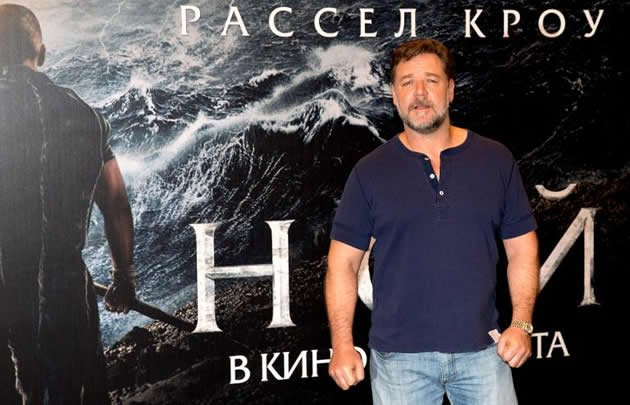"Russell Crowe is pictured with a billboard for ""Noah"" in Moscow. (AFP photo)"
