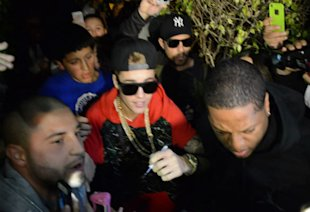 Still Smiling? Justin Bieber Leaves Hotel With Huge Grin After His DUI Arrest (PHOTOS)