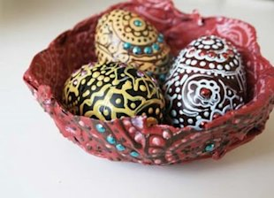 5 Ways to Decorate with Plastic Eggs