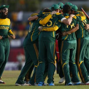 De Kock, De Villiers fashion historic win