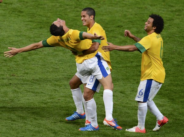 Brazil's Leandro Damiao celebrates with Brazil's Romulo (C) and Marcelo (R) after scoring a goal against South Korea during their men's semi-final soccer match at the London 2012 Olympic Games at Old Trafford in Manchester, August 7, 2012.       REUTERS/Nigel Roddis (BRITAIN - Tags: OLYMPICS SPORT SOCCER)