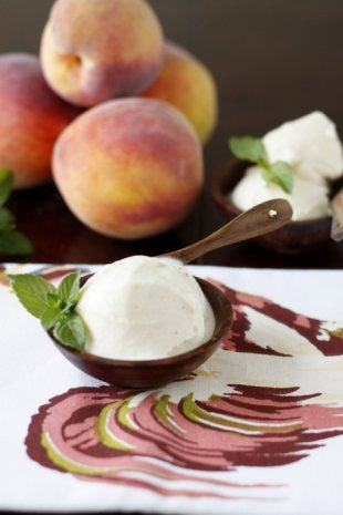 Grilled peach ice cream