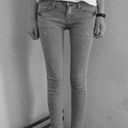 """Young women are using photos like this as """"inspiration"""" to starve themselves. (Twitter user: Fat and Broken)"""