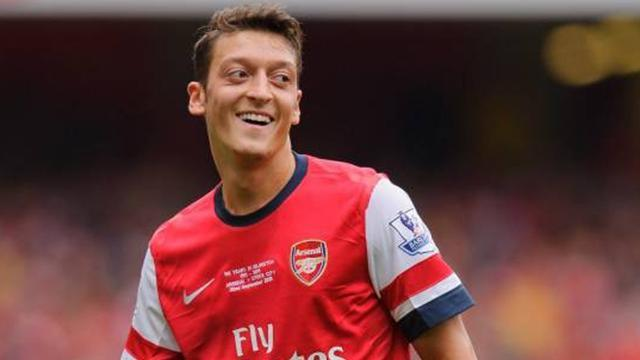 Premier League - Ozil 'was offered to Man United by fraudsters'