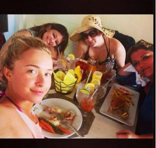 Hayden Panniterre celebrated Easter sunning herself with friends in Miami. Copyright: [Twitter]