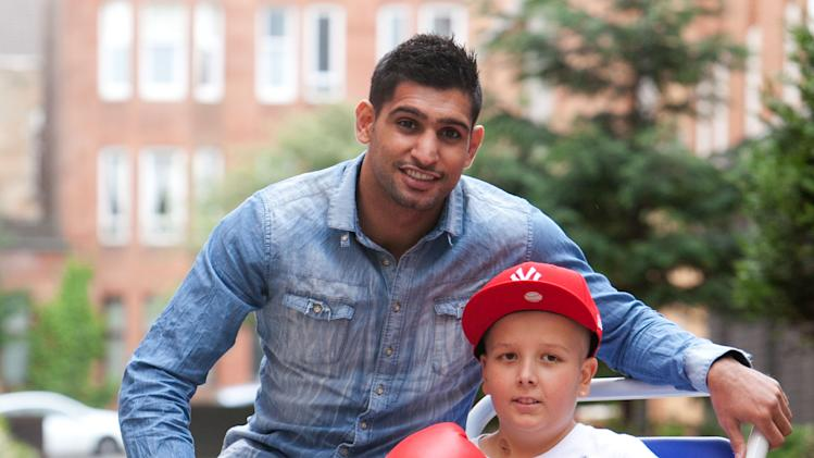 Boxing - Amir Khan Hospital Visit - Glasgow Royal Hospital