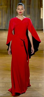 From Couture to Sarah Jessica Parker: Capes Are Taking Over Planet Fashion!