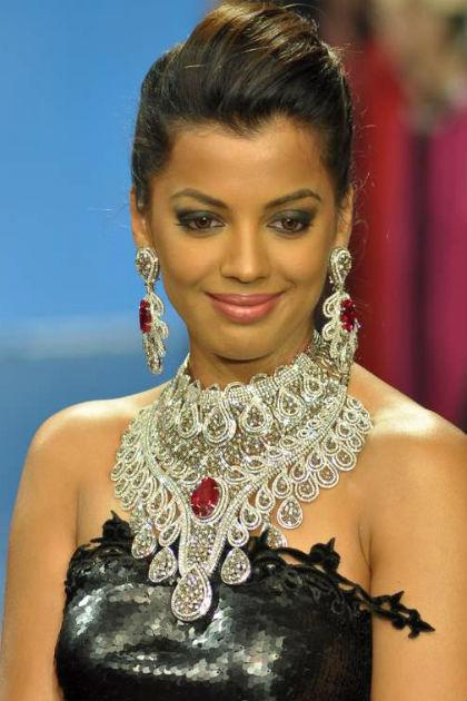Media to Mugdha Godse's rescue?