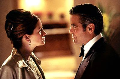 Julia Roberts and George Clooney in Warner Brothers' Ocean's Eleven