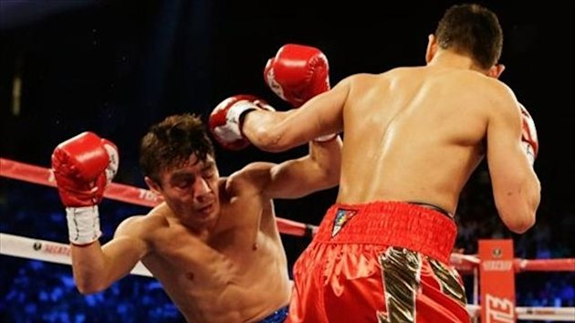 Nonito Donaire floors Jorge Arce (photo: Scott Halleran)