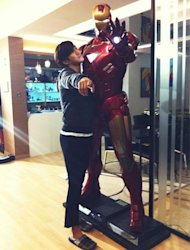 Choi Si Won asks a favor to Iron Man?