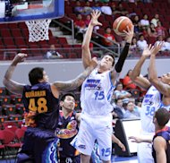 San Mig's Marc Pingris grabs the rebound. (PBA Images)