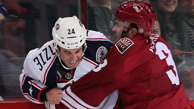 Derek MacKenzie #24 of the Columbus Blue Jackets fights with Keith Yandle #3 of the Phoenix Coyotes (AFP)