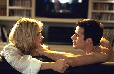 Monica Potter as Amanda and Freddie Prinze Jr. as Jim in Universal's Head Over Heels