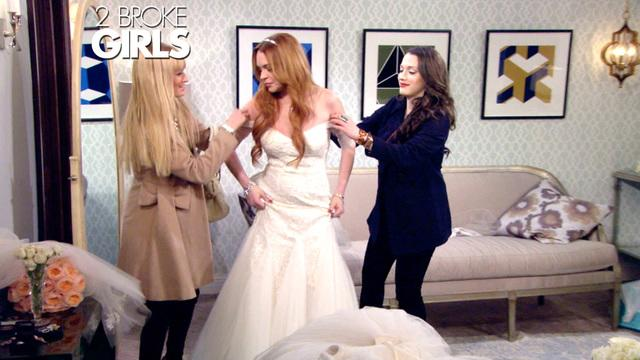 2 Broke Girls - Knock Knock...Lindsay Lohan