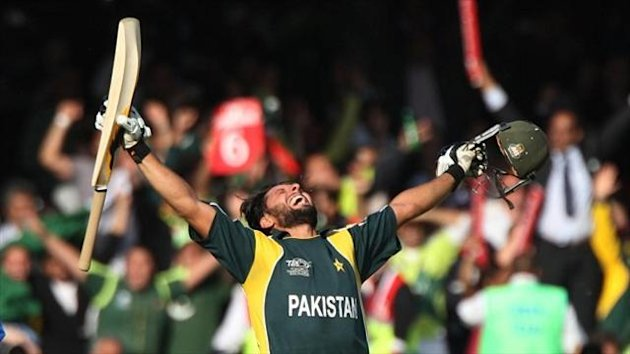 Shahid Afridi scored an unbeaten 39 to help Pakistan beat Sri Lanka by three wickets.