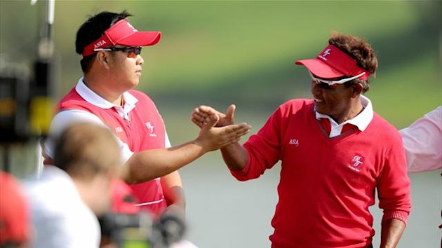 Thailand's Kiradech Aphibarnrat and Thongchai Jaidee reacting during the foursome matches of the Royal Trophy at Dragon Lake Golf Club in Guangzhou (AFP)