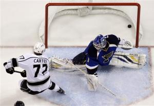 Carter scores twice, Kings beat Blues 4-1