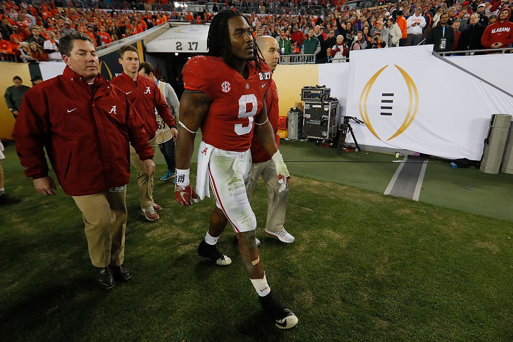 Alabama RB Bo Scarbrough reportedly suffered a broken leg during the third quarter of Monday's loss to Clemson. (Getty)
