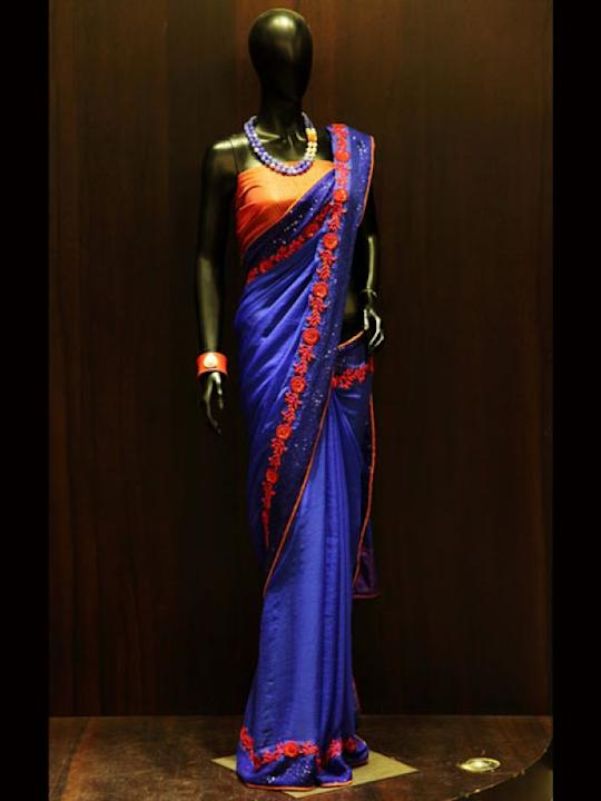 Images via : iDiva.comRoyal touch: A must have for all the party goers. The Blue saree with orange borders is a sure shot eye catcher. Add the dazzling touch to your oufit by pairing it with beaded ne