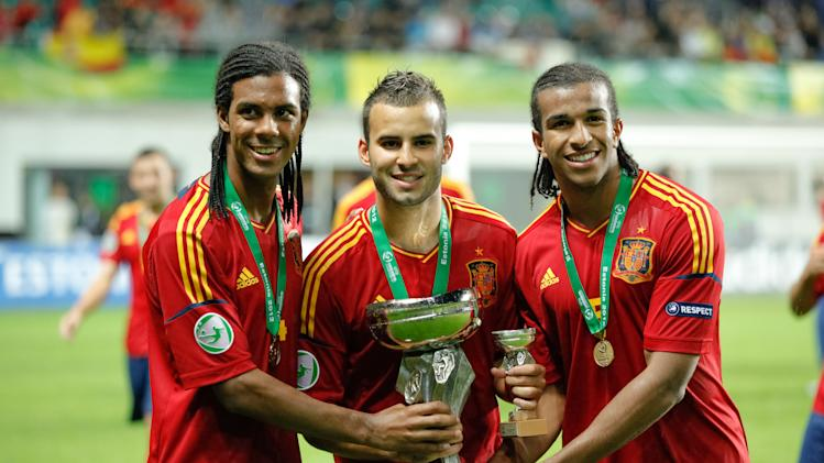Spanish team players Jonas Ramalho (L),