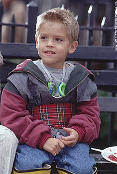 Twins Cole and Dylan Sprouse play Julian in Big Daddy