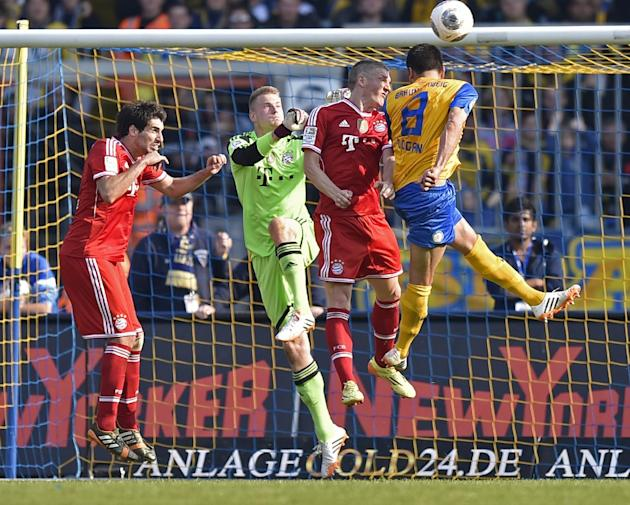 Braunschweig's Deniz Dogan of Turkey, right, misses to score against Bayern's Bastian Schweinsteiger, goalkeeper Lukas Raeder and Bayern's Javier Martinez of Spain, from right, during the