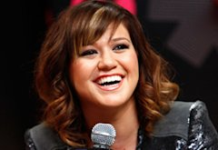 Kelly Clarkson  | Photo Credits: Brian Ach/WireImage.com