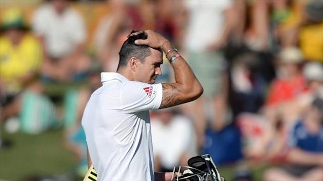 Kevin Pietersen should be dropped from the England team, according to Geoff Boycott