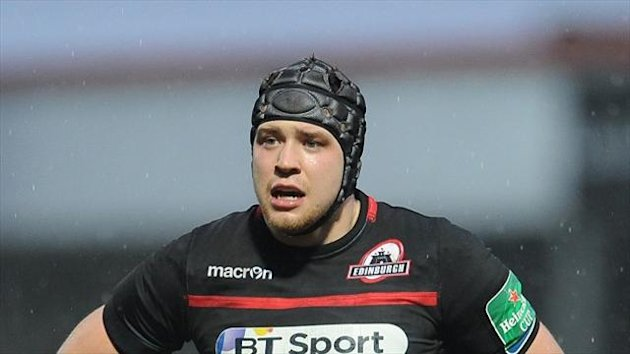 Lock Grant Gilchrist has agreed a new two-and-a-half year deal with Edinburgh.