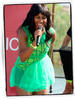 Santigold en verde lima | Getty Images