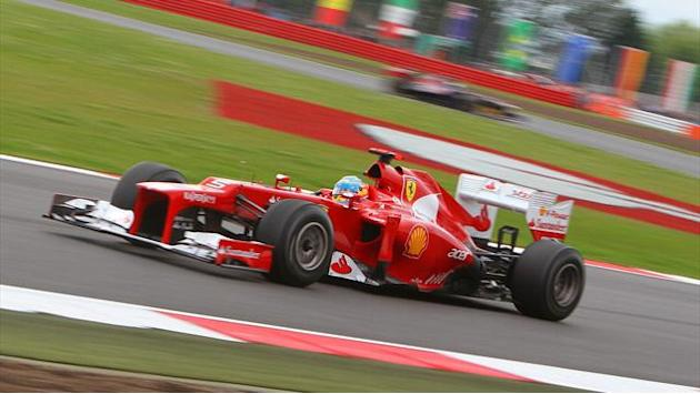 Alonso takes Silverstone pole