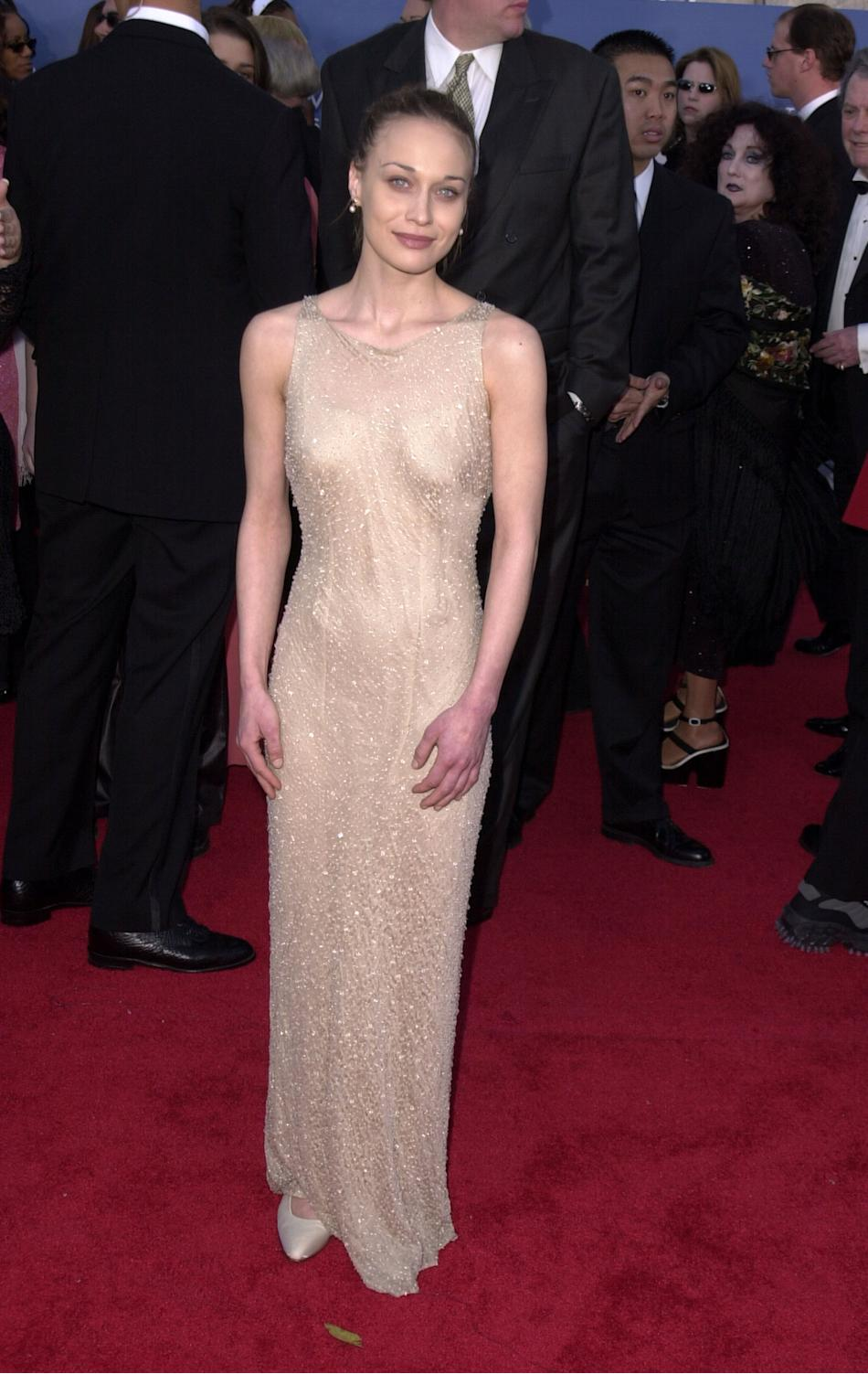 Are you digging this flimsy, minimalist, washed-out in-a-good-way semi-sheer gown as much as I am? Fiona was a waif-y beauty at the 2001 GRAMMYs in a beaded gown with dewy, natural makeup, combed-back