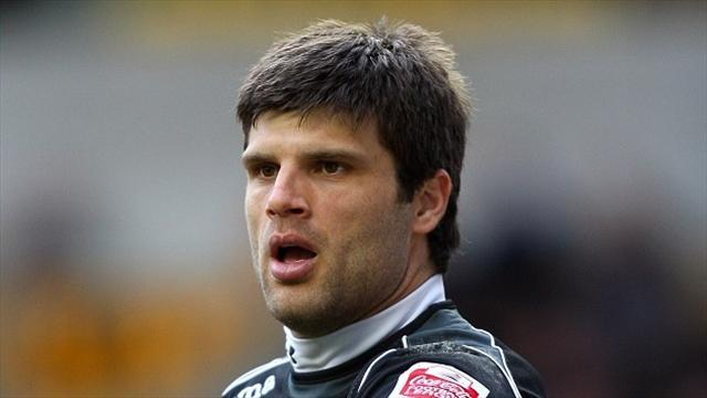 Football - Veteran keeper arrives at Boro