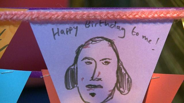 William Shakespeare cumple 450 años